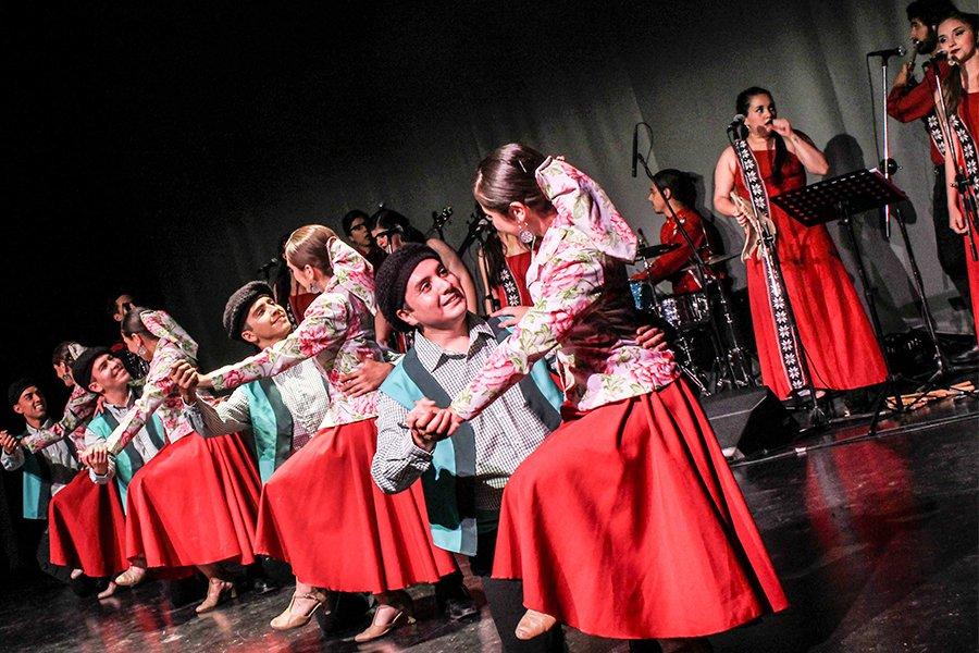 Concierto-de-la-agrupación-folclórica-Walmapu