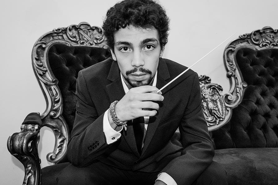 entrevista-a-exalumno-luis-toro-araya-finalista-de-importantes-concursos-internacionales-de-direccion-orquestal-rotterdam-y-herbert-von-karajan